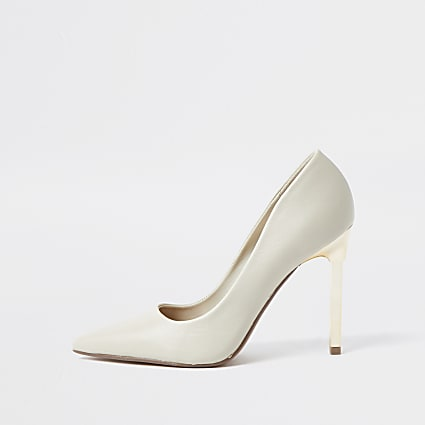 Beige gold heel court shoes