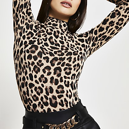 Beige long sleeve leopard print fitted top