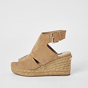 Beige, offene Sandalen mit Keilabsatz