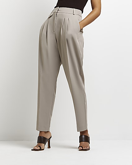 Beige pleated tapered trousers