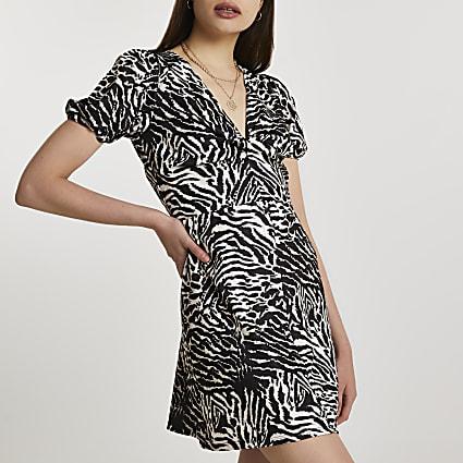 Beige short sleeve zebra mini dress