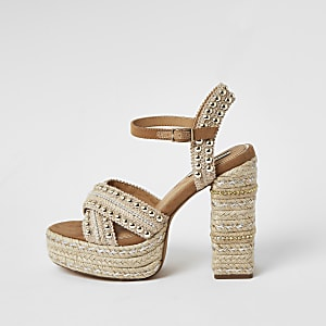Beige espadrille sandalen met studs en plateauzool