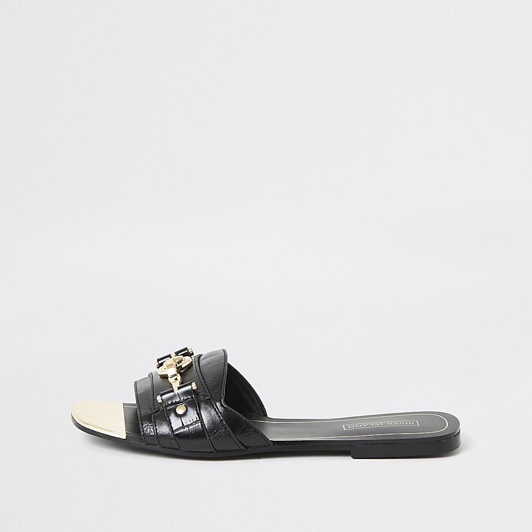 Schwarze Sandalen mit offener Zehe und Trensenschnalle