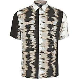 Zwart overhemd met abstracte print en korte mouwen