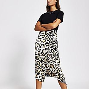 Zwarte midi-jurk met dierenprint en korte mouwen