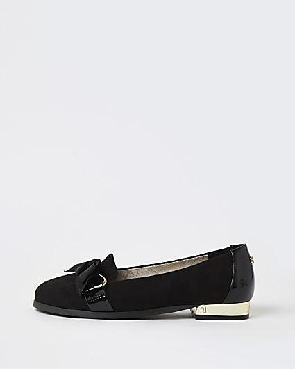 Black ballerina shoes