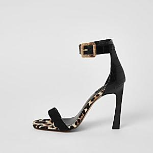 Zwarte minimalistische sandalen met brede pasvorm en hak