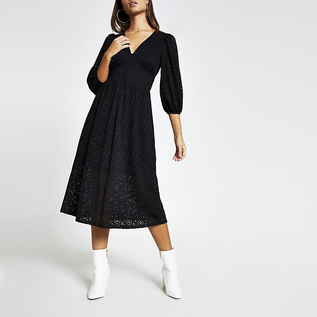 Nieuw Zwarte gesmokte broderie midi-jurk met lange mouwen   River Island PT-32