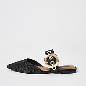 Zwarte schoen met gesp detail en puntteen