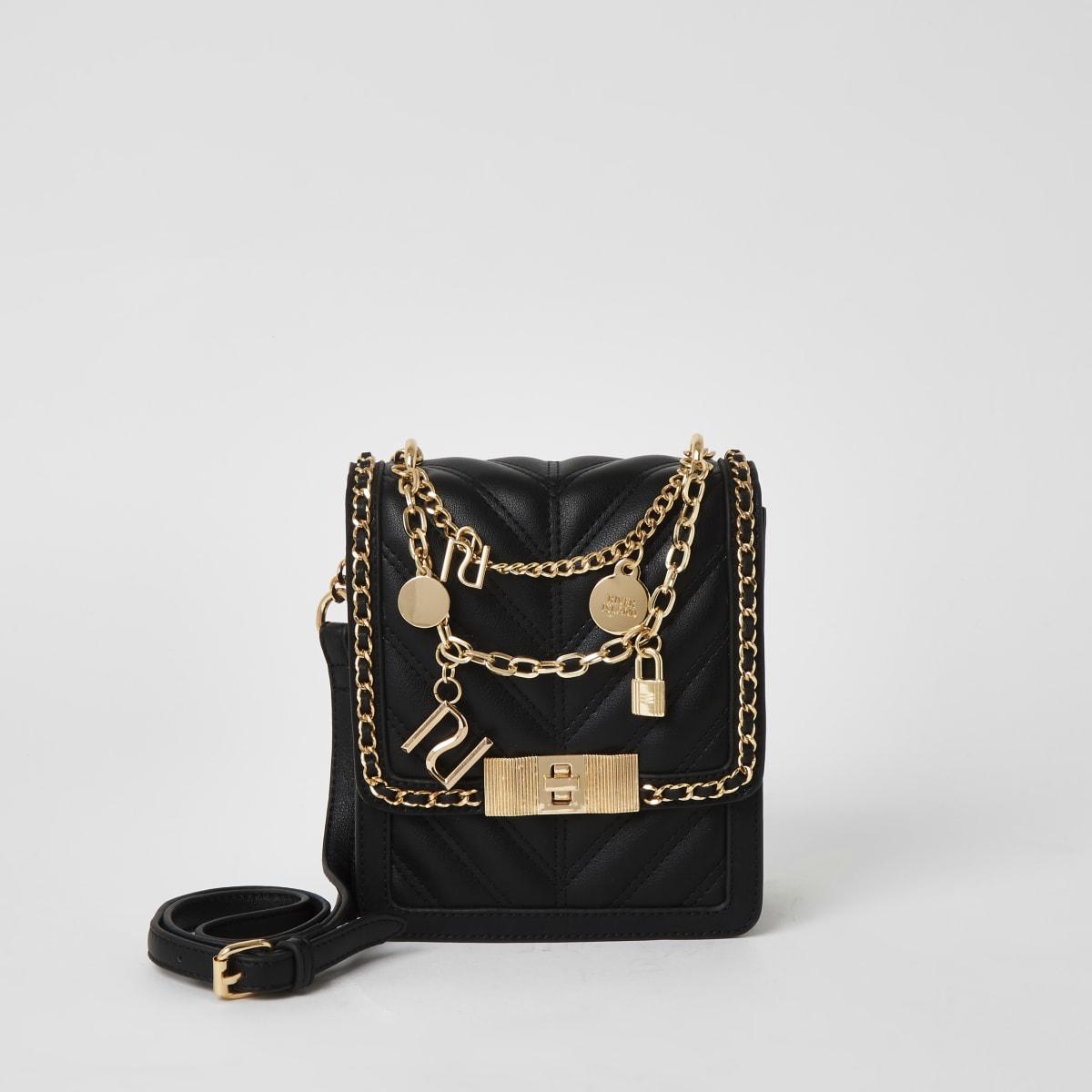 Zwarte vierkante crossbodytas met reliëf en ketting