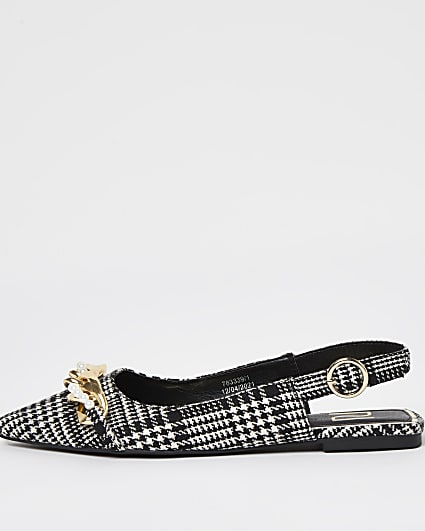 Black chain point flat shoes