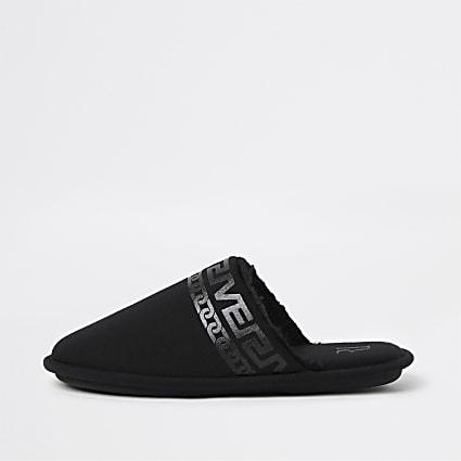 Black chain print mule slippers