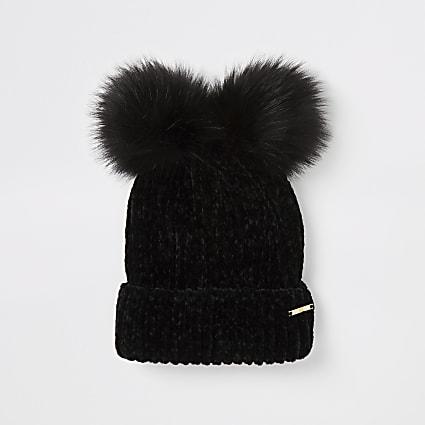 Black chenille faux fur pom pom beanie hat
