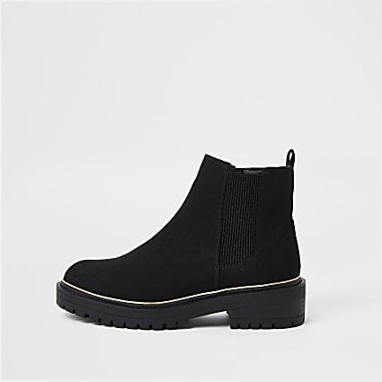 Black chunky chelsea boot