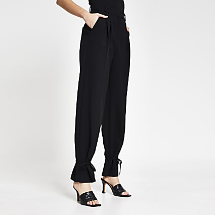 Black cinched hem trousers