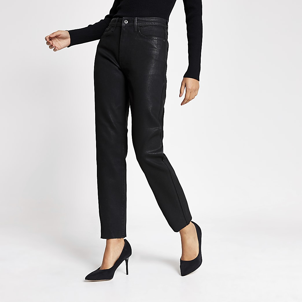 Schwarze, beschichtete Jeans mit gerade geschnittenem Bein