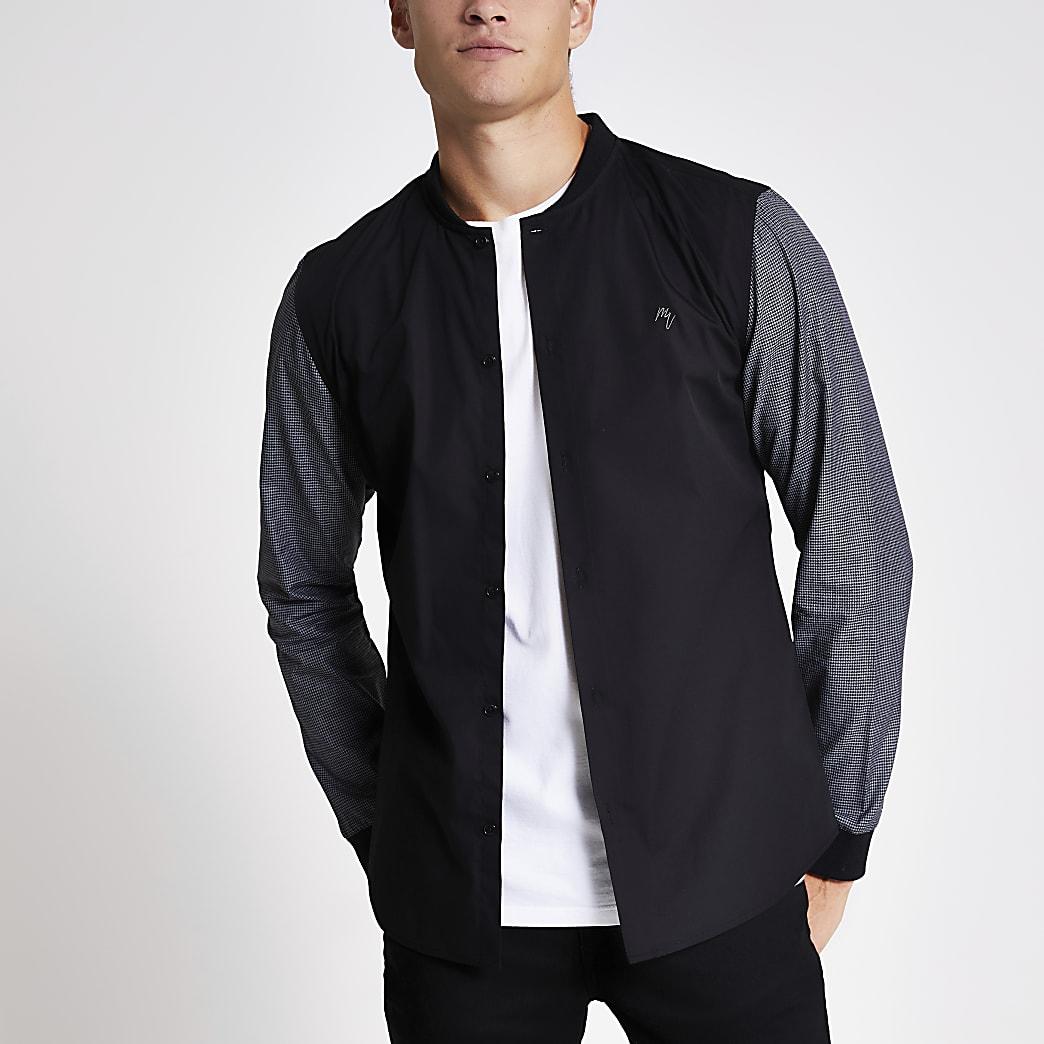 Schwarzes Slim Fit Hemd mit farblich abgesetzten Ärmeln