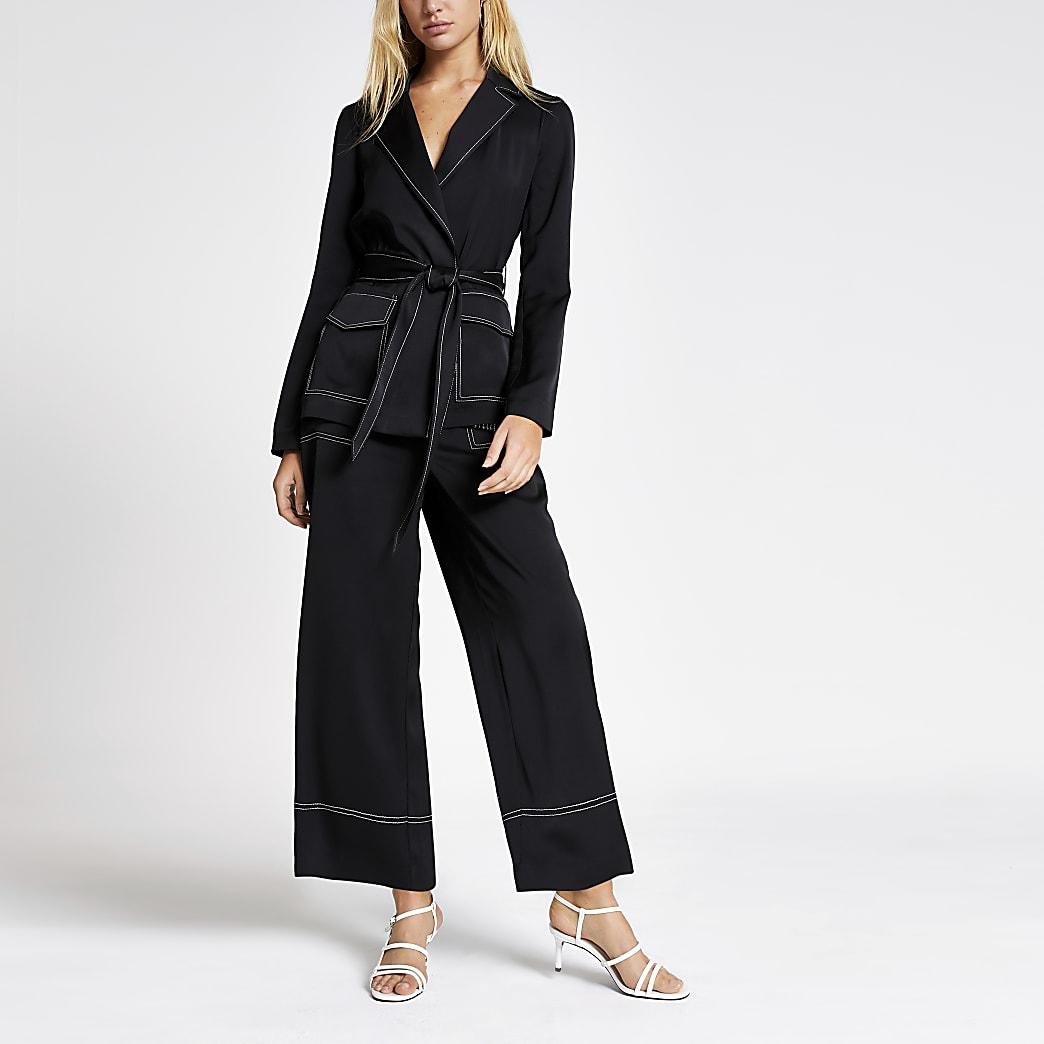 Zwarte utility blazer met ceintuur en contrasterend stiksel