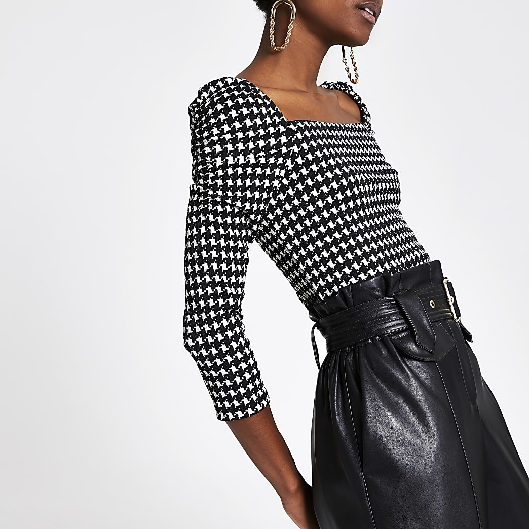 Black dogtooth check puff sleeve top