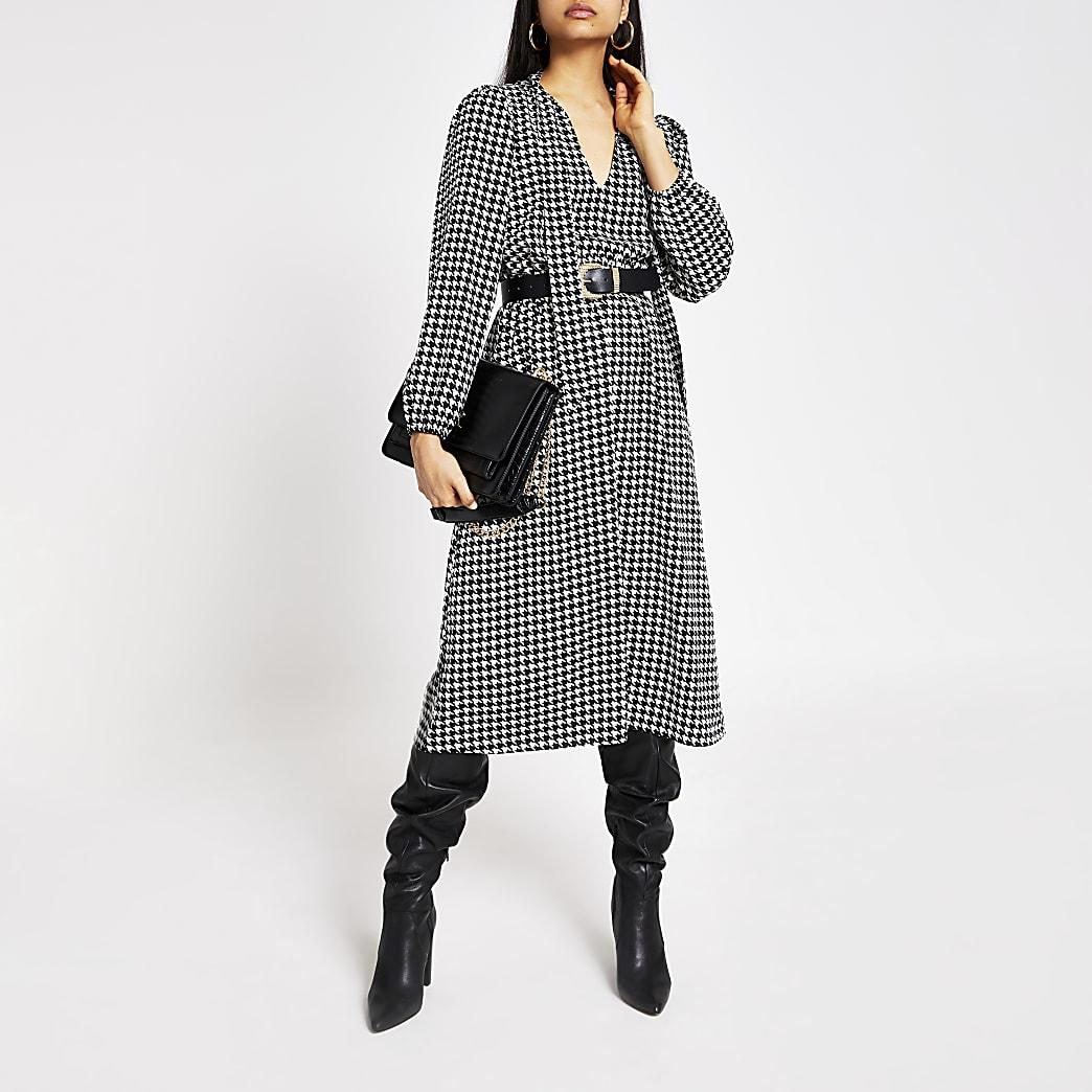 Zwarte midi-jurk met pied-de-poule-ruiten en strik rond V-hals
