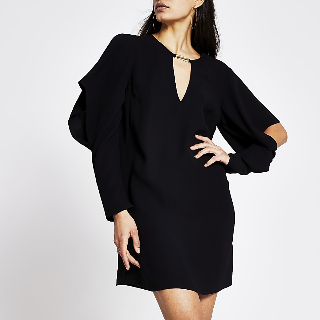 Schwarzes Minikleid mit drapierten Ärmeln