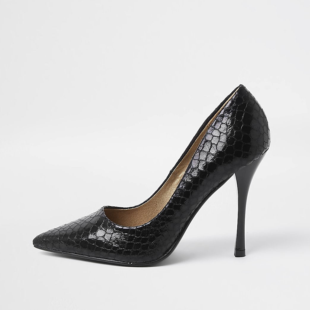 Black embossed court shoe