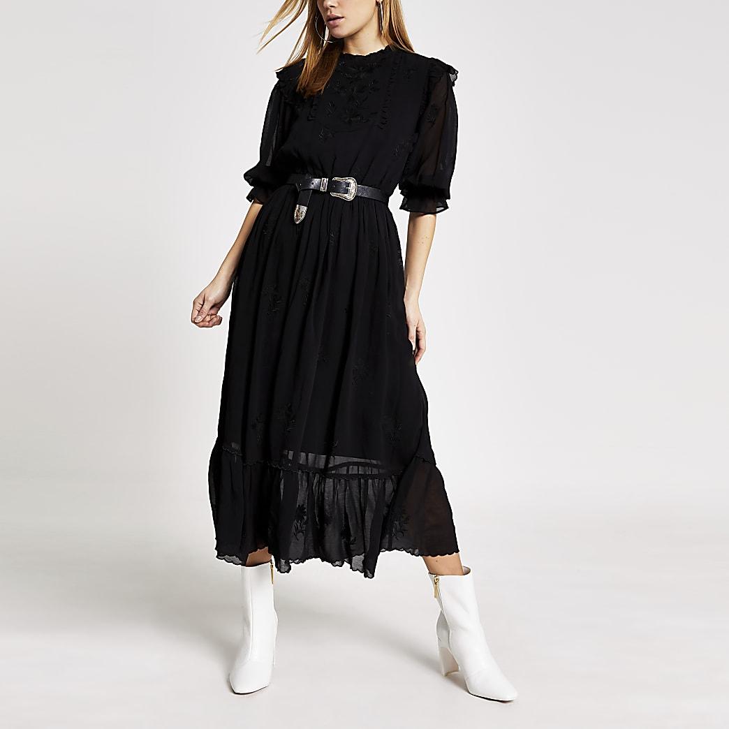 Robe mi-longue noire brodéeà manches longues
