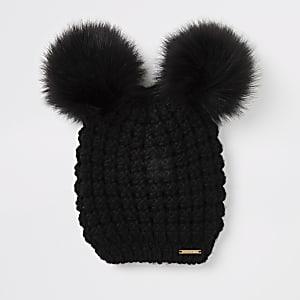 Zwarte gebreide muts met pompons van imitatiebont