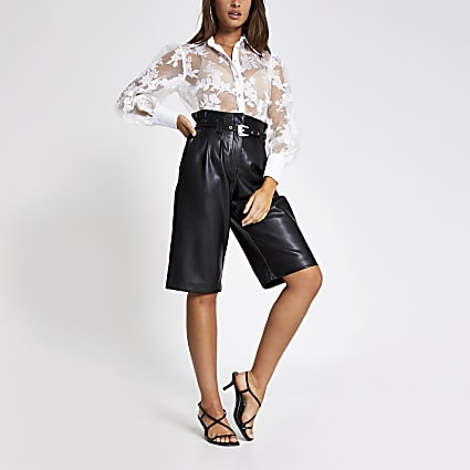 Black faux leather belted cropped trousers
