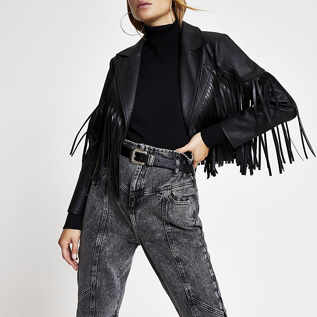 Schwarze, kurze Jacke aus Kunstleder mit Fransen