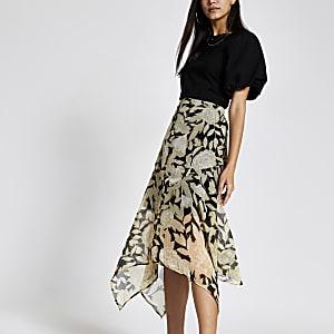Zwarte midi-rok met asymmetrische zoom en bloemenprint