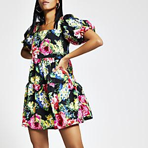 Zwarte gesmokte mini-jurk met bloemenprint en korte mouwen
