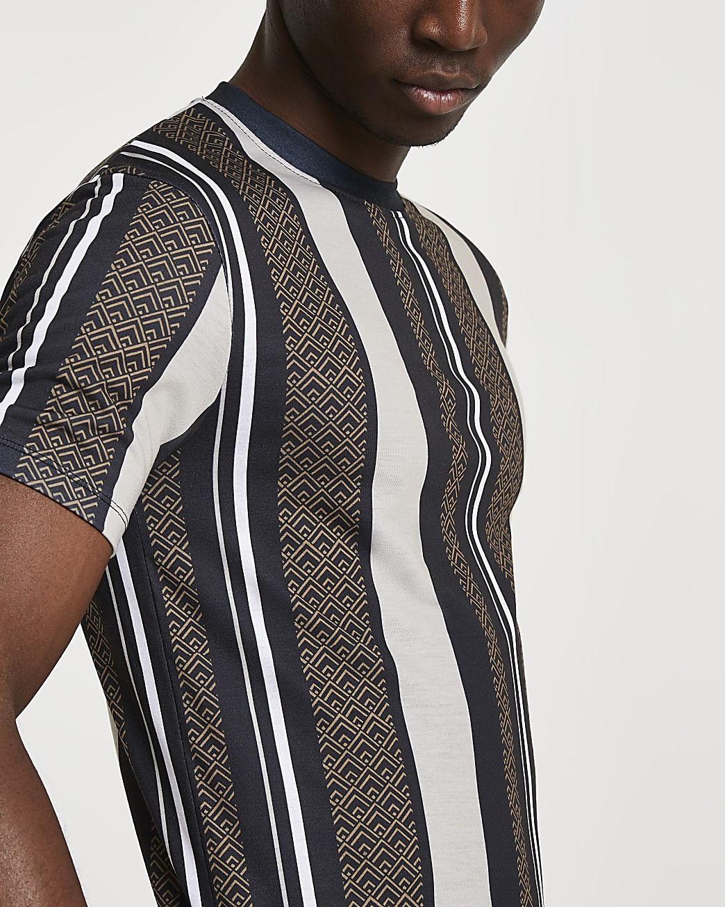 Black geometric stripe muscle fit t-shirt