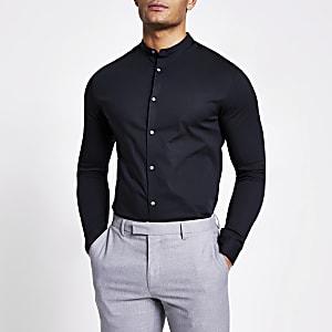 Schwarzes Muscle Fit Hemd mit Grandad-Kragen