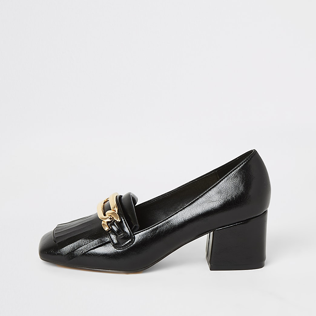 Black heeled snaffle tassel loafer