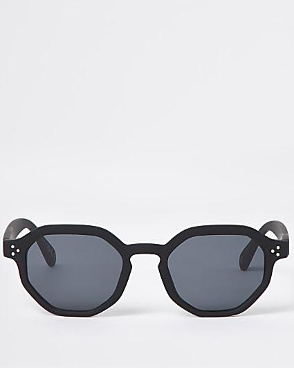 Black hexagon retro sunglasses
