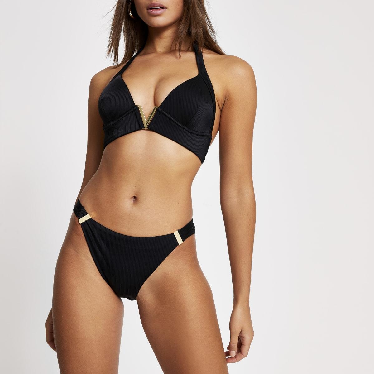 Schwarze, gerippte Bikinihose mit hohem Beinausschnitt