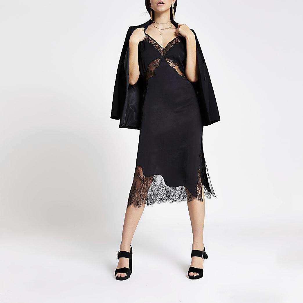 Robe mi-longue noire en satin et dentelle