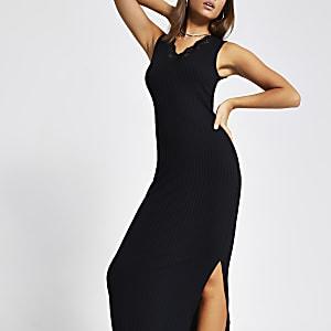 Zwarte geribbelde maxi-jurk met kant langs V-hals