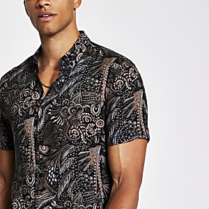 Black leaf print slim fit short sleeve shirt