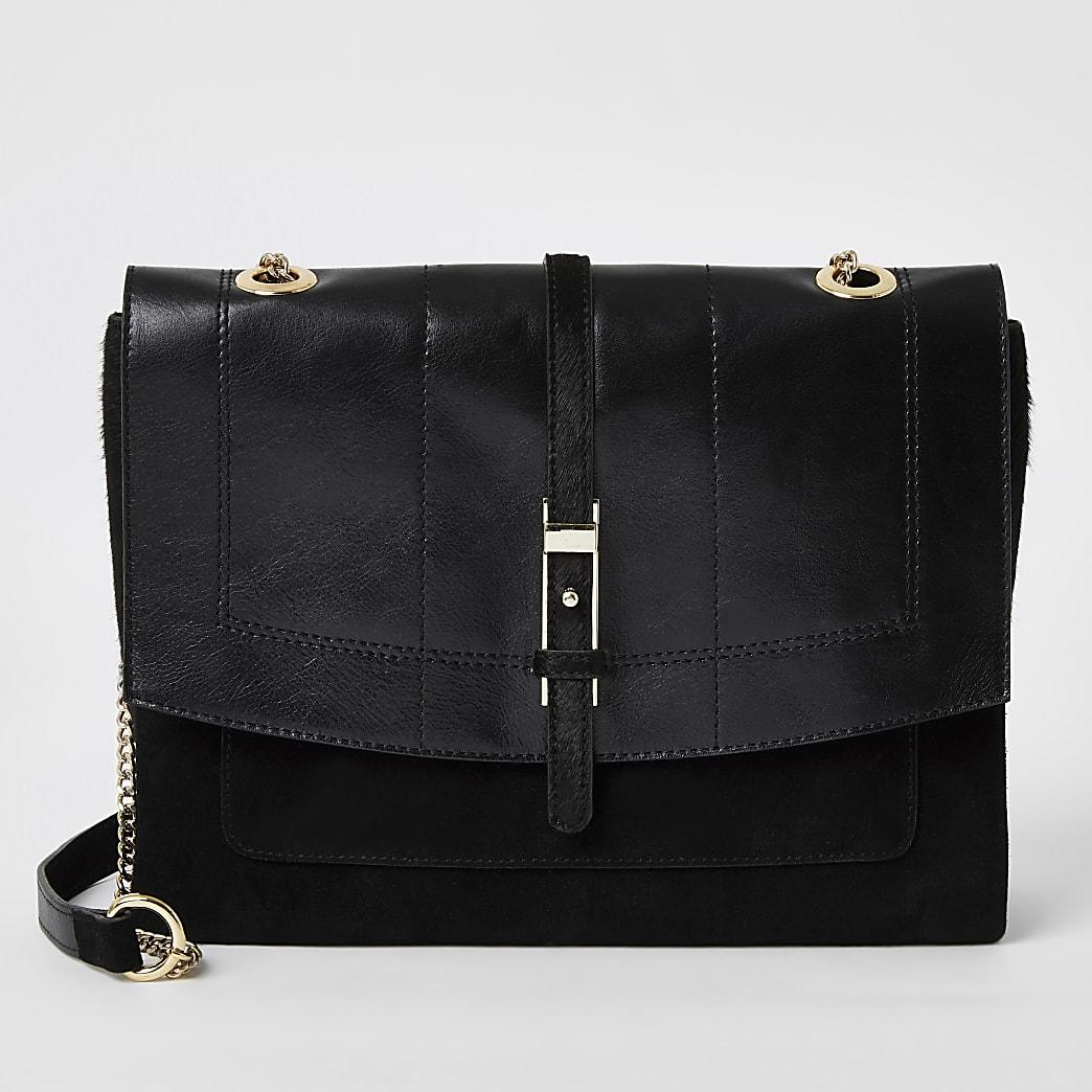 Schwarze Umhängetasche aus Leder mit vorderer Schnalle