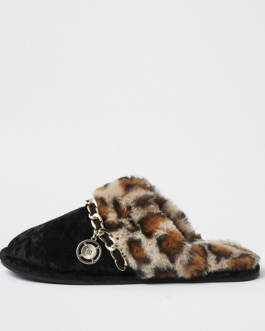 Black leopard print faux fur slippers