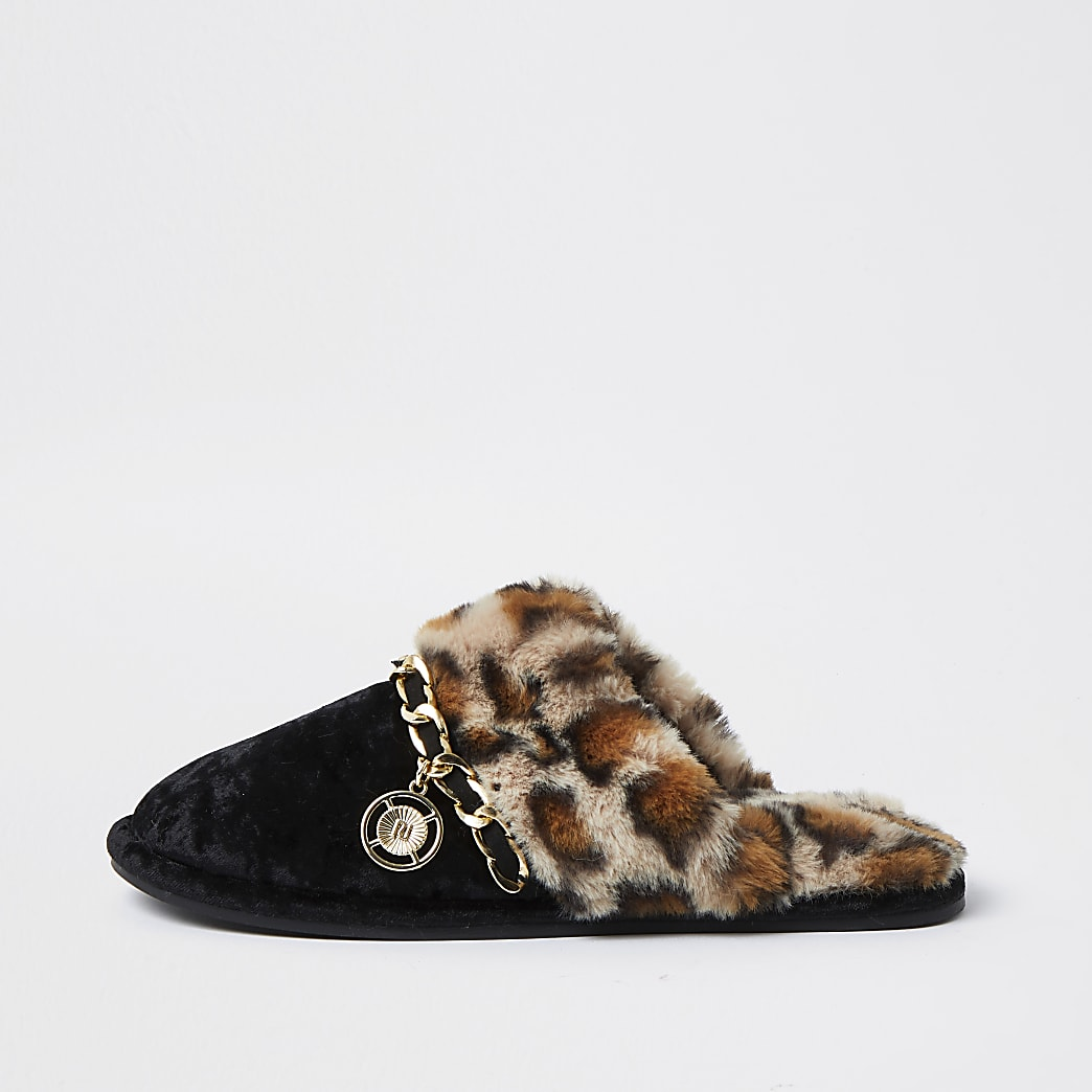 Black leopard print faux fur slippers