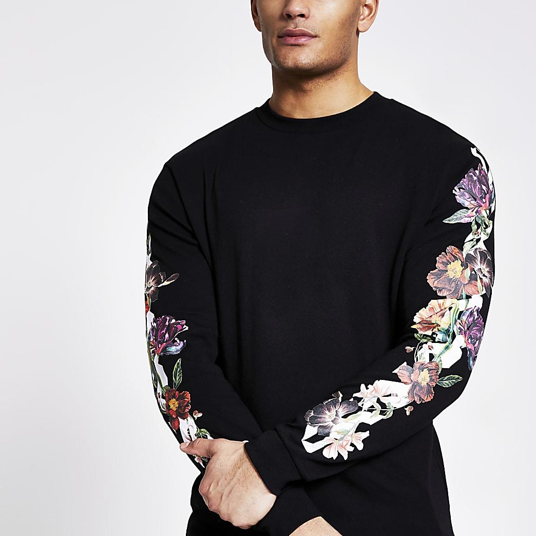 Zwarte T-shirt met bloemenprint op de lange mouwen