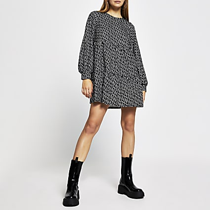 Black long sleeve chain print smock dress