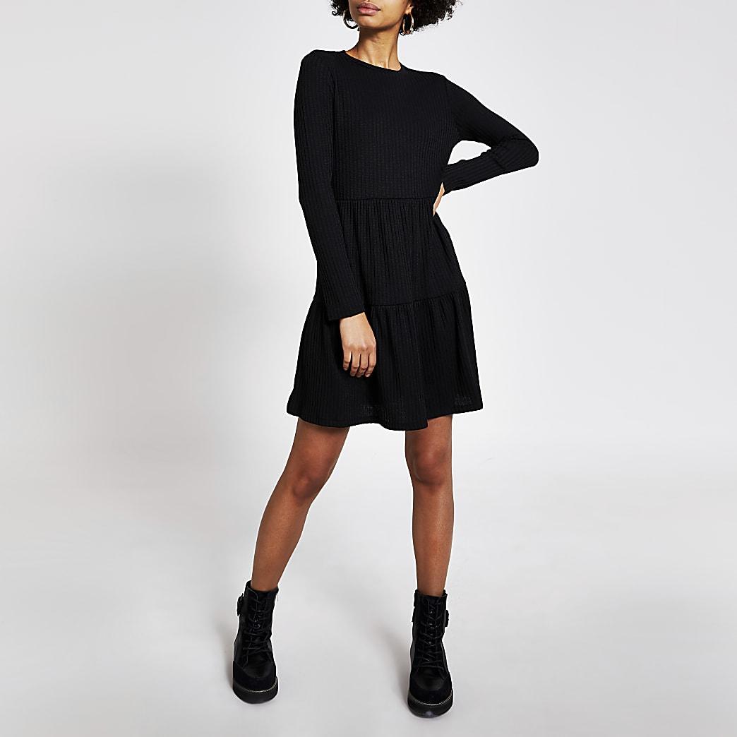 Zwarte geribbelde gesmokte mini-jurk met lange mouwen