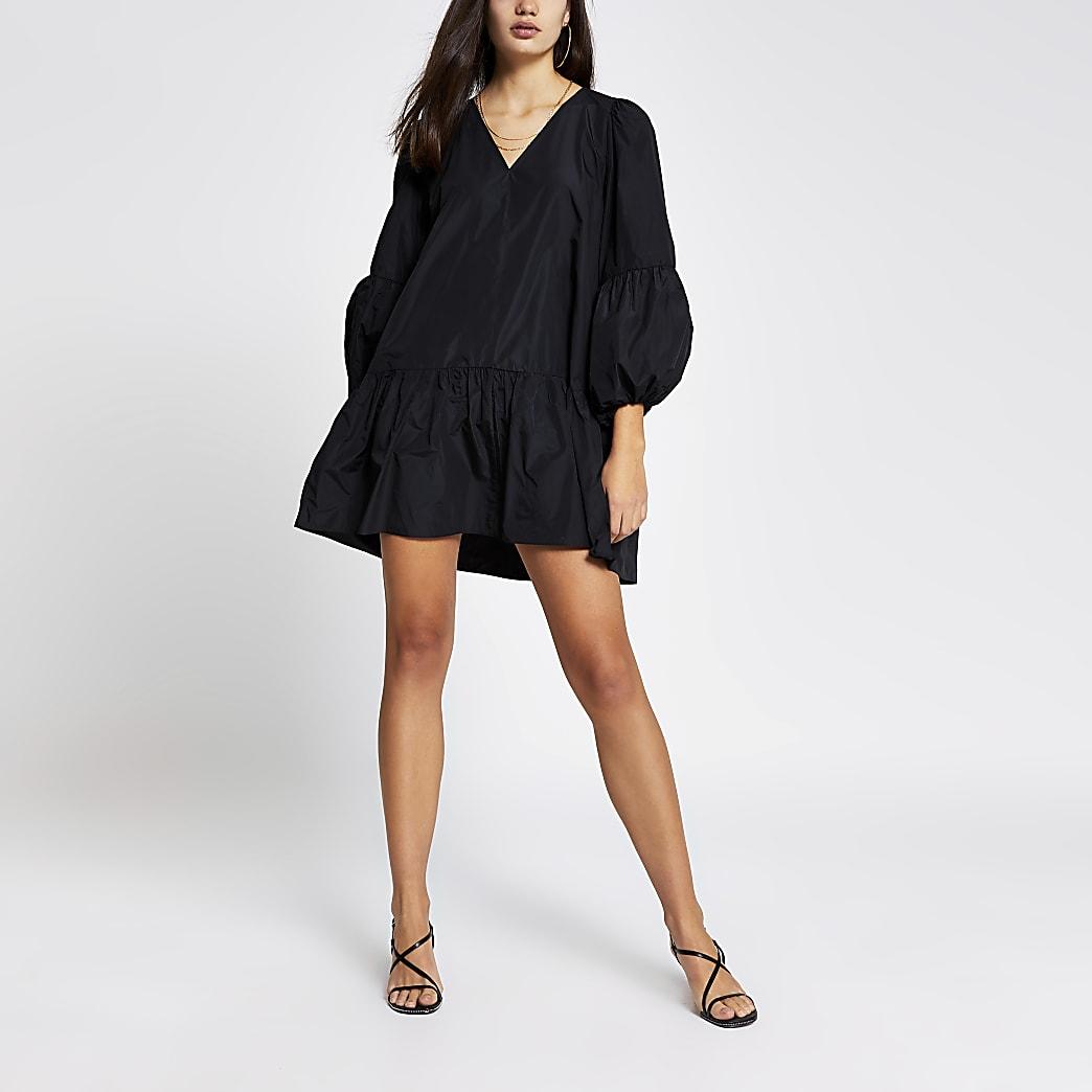 Mini-robe smockéeà manches longues noire