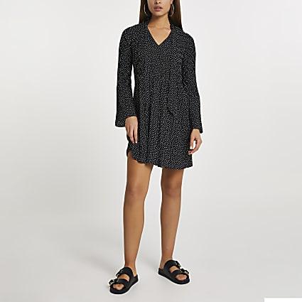 Black long sleeve spot pleated mini dress