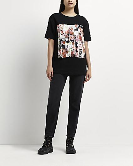 Black 'Love Never Ends' floral t-shirt