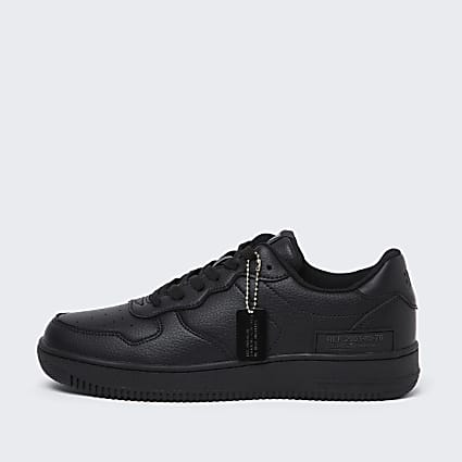Black low court trainers